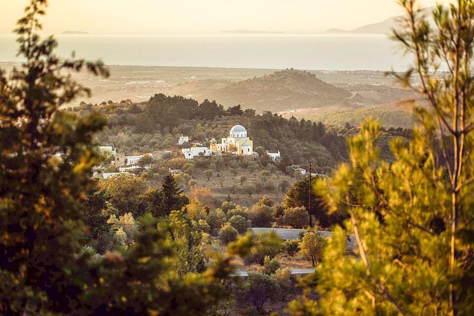 Solnedgangen er på sitt vakreste i fjellandsbyen Zia