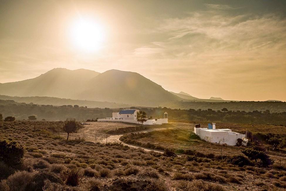 De landlige omgivelsene rundt Marmari og Tigaki er fredelige og typisk greske