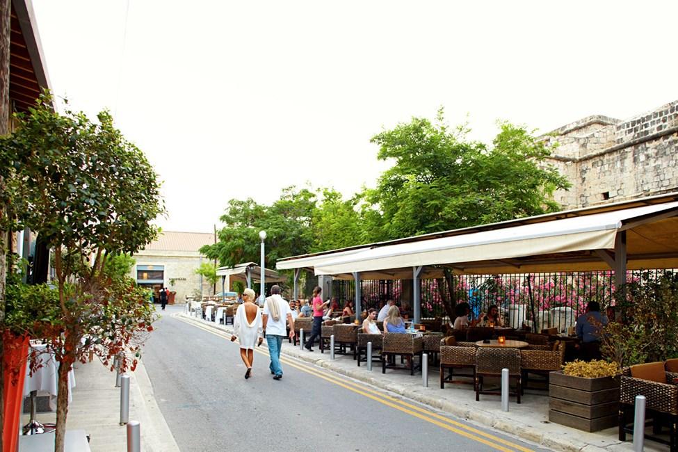 I den eldre delen av Limassol er det flere hyggelige uteseder