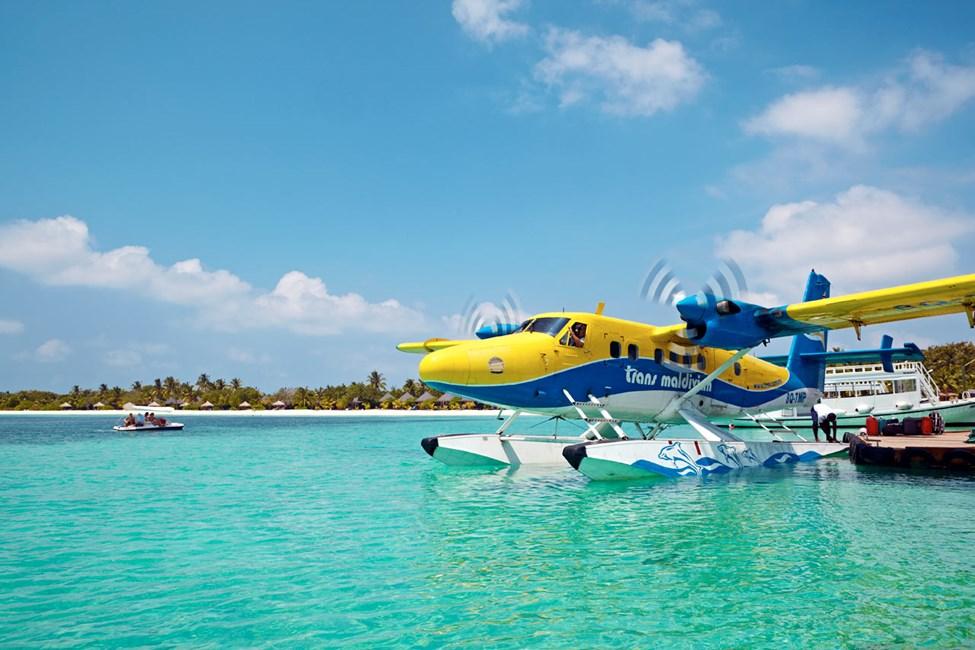 Flytransport skjer med sjøfly eller innenriksfly