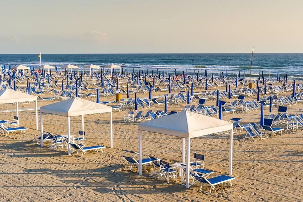 Den 15 kilometer lange sandstranden i Viareggio