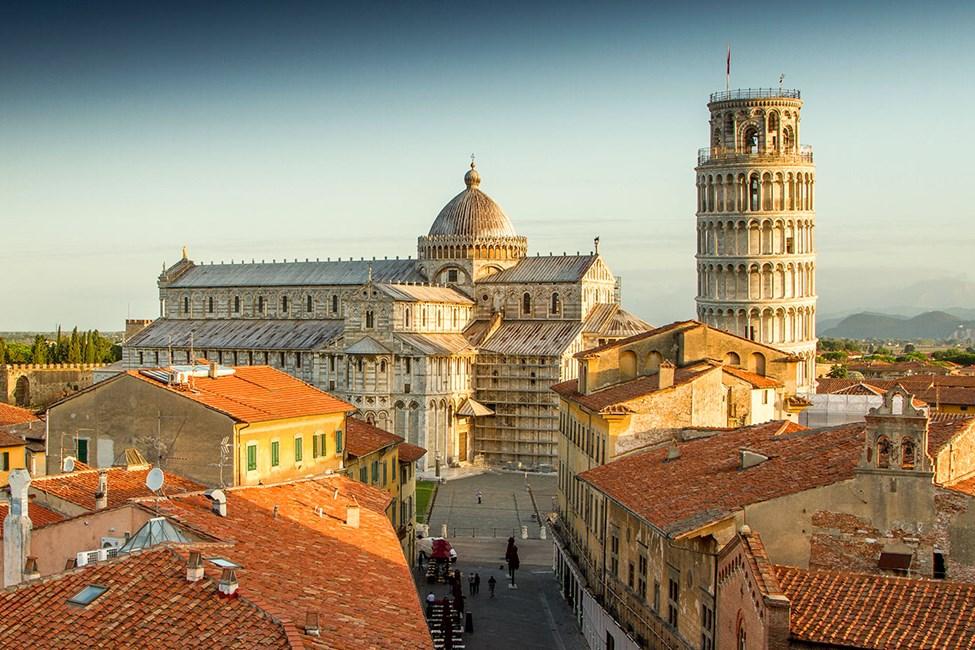 Det berømte skjeve tårn på Piazza dei Miracoli