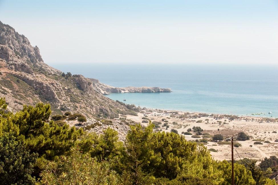 Tsambika-stranden på den andre siden av Tsambika-åsen