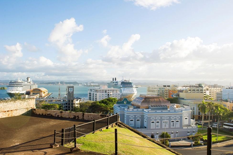 Utsikt mot havnen fra fortet San Cristobal