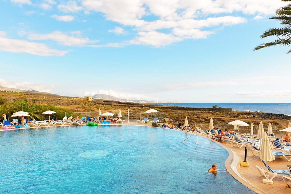 Playa Paraiso byr på oppfriskende bad i havet og hotell med fine bassengområder