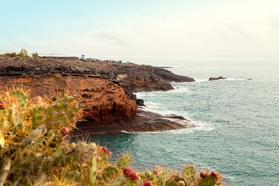 Playa Paraiso er et rolig reisemål med klippebukter, vandringstier og gode treningsmuligheter