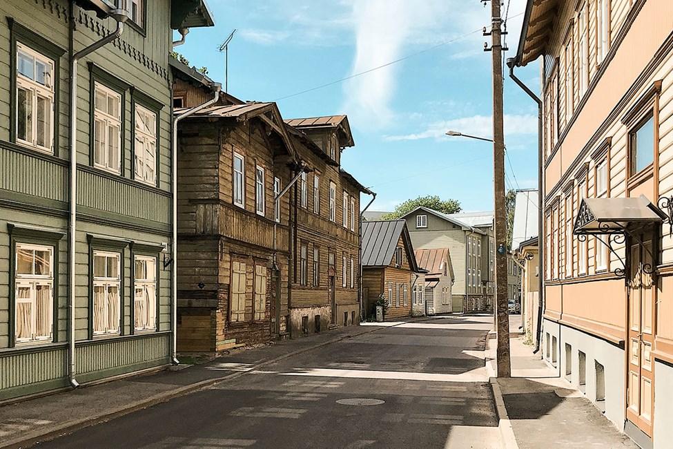 Tallinns bybilde domineres enkelte steder av vakre trehus