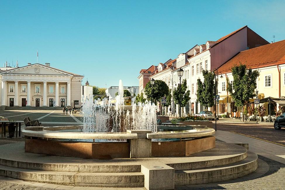 Rådhuset og rådhusplassen i Vilnius