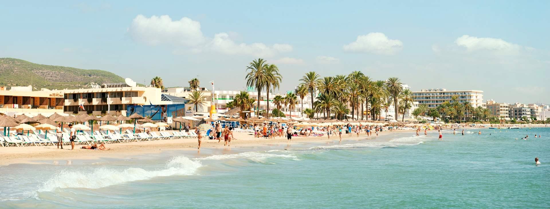 Bestill en reise med Ving til Playa d'en Bossa på Ibiza