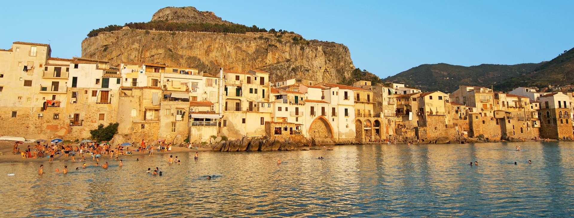 Bestill en reise til Cefalu på Sicilia med Ving