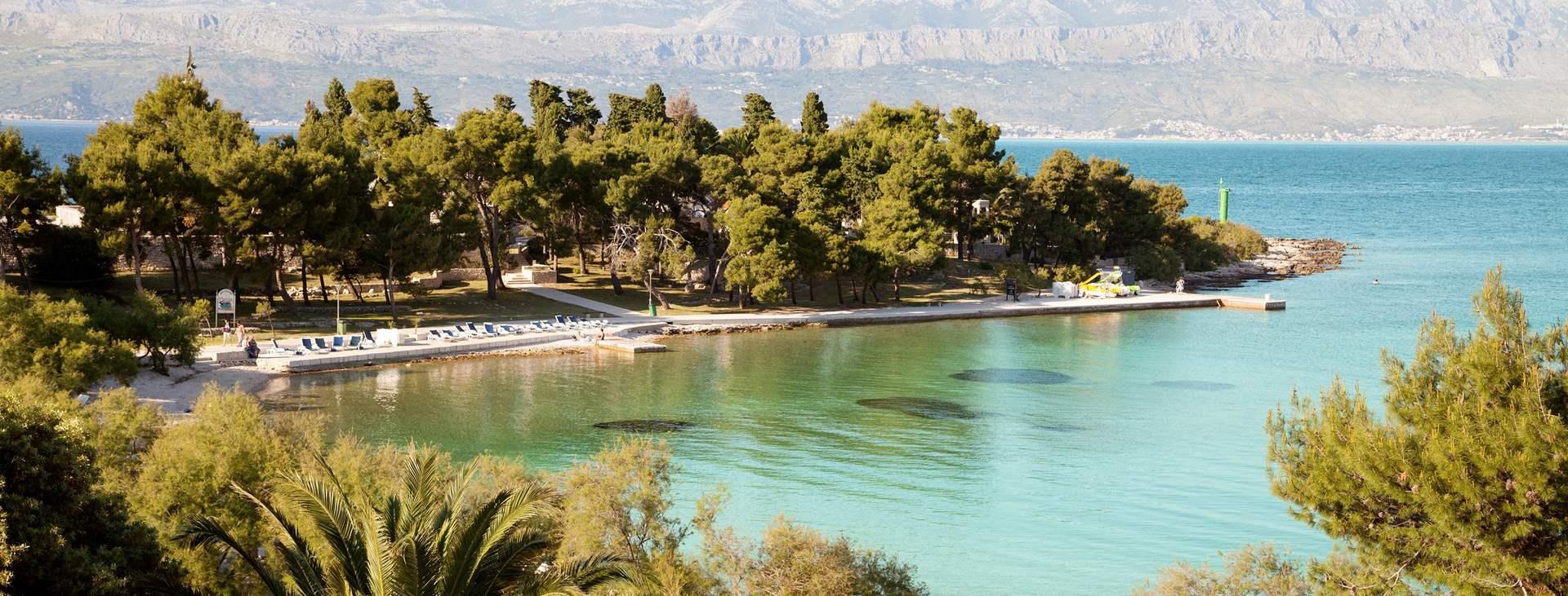 Bestill en reise til barnevennlige Supetar på øya Brac i Kroatia