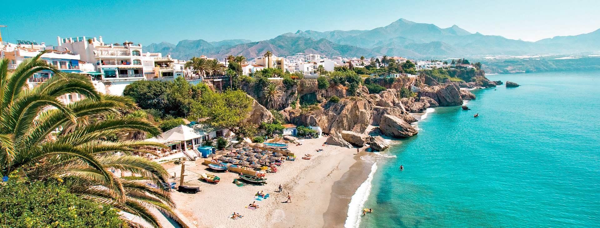 Bestill en reise med Ving til Nerja på Costa del Sol i Spania