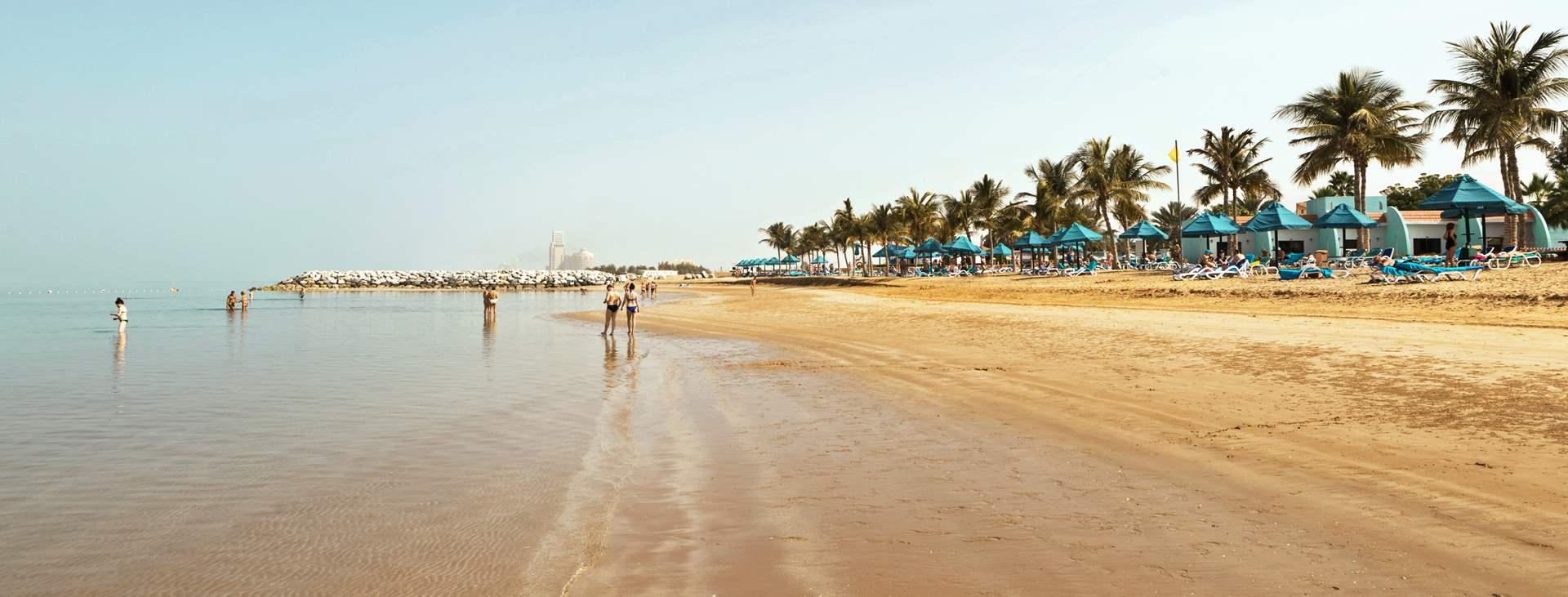 Stranden ved Smartline Ras Al Khaimah Beach Resort