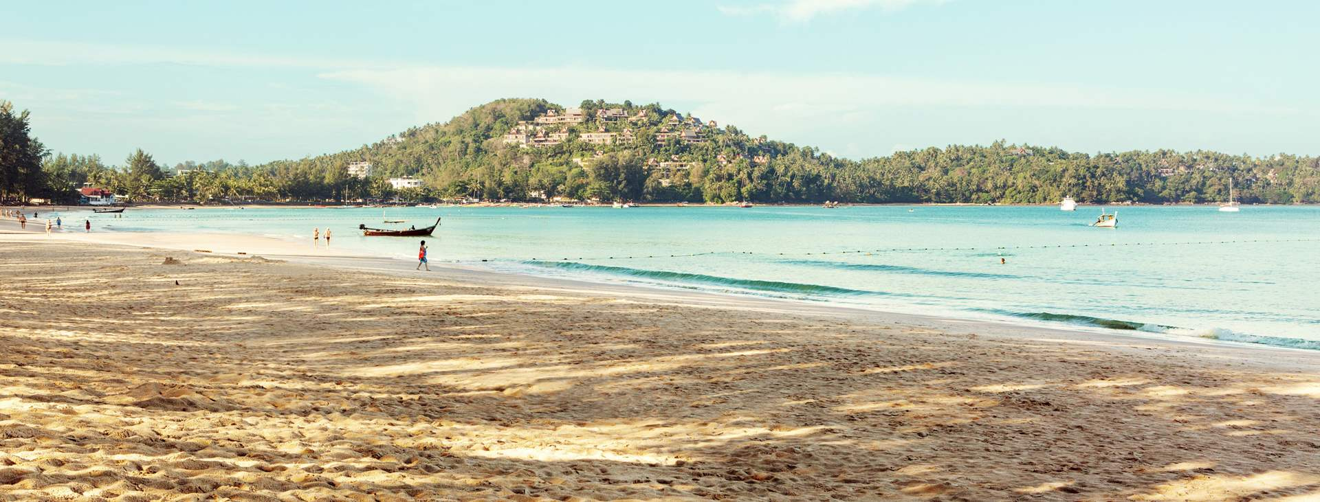 Bestill en reise til barnevennlige Bangtao Beach i Thailand