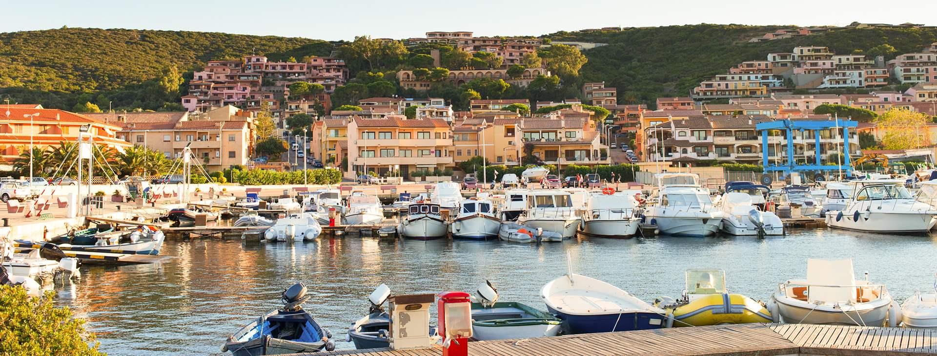 Reiser til Costa Smeralda på Sardinia i Italia