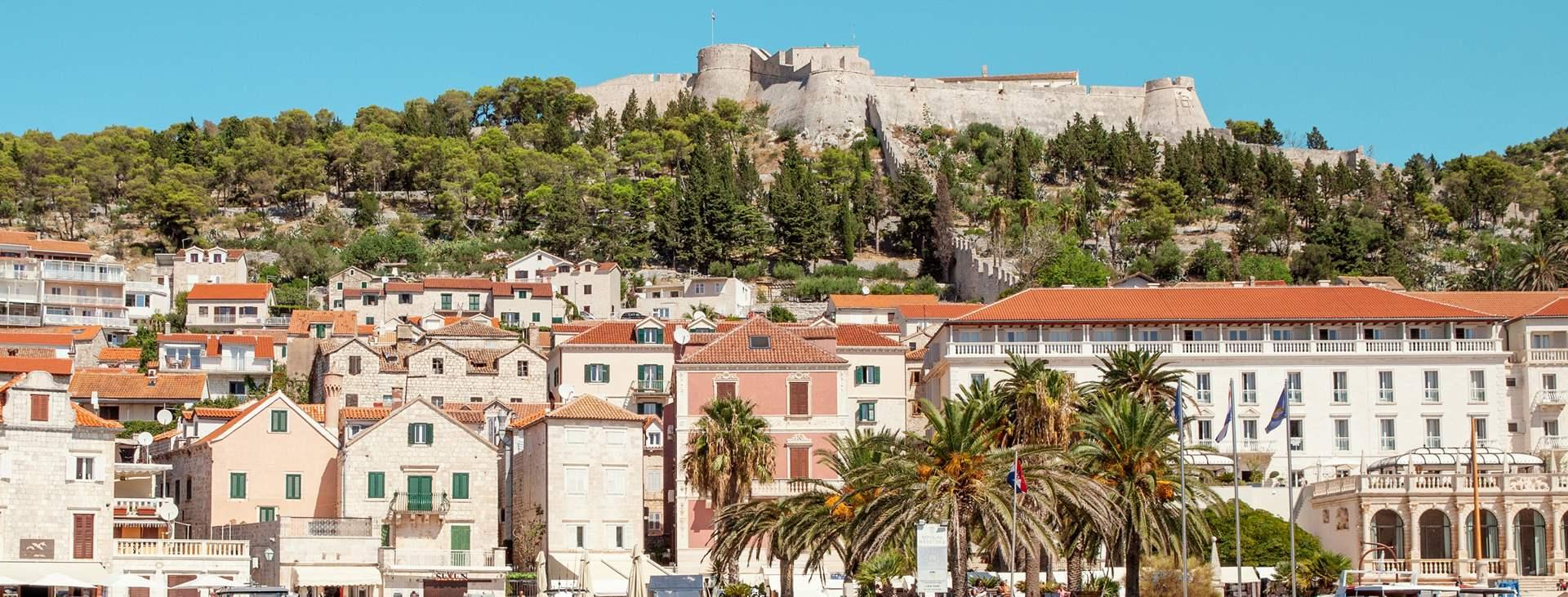 Bestill en reise med Ving til Hvar i Kroatia